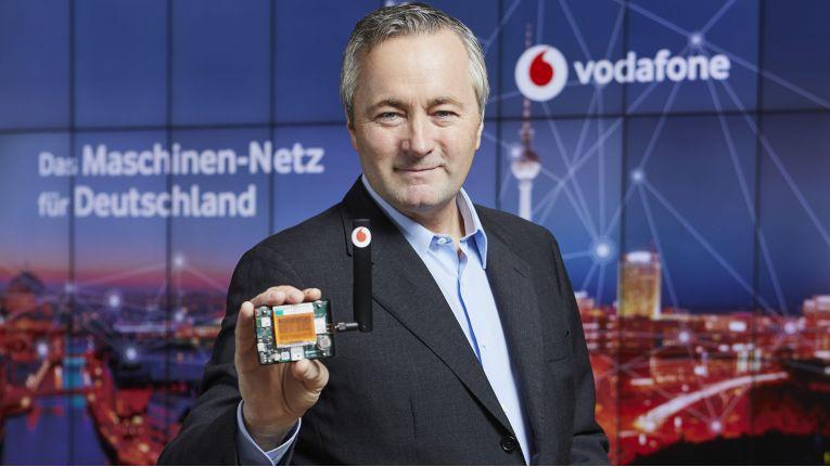 """""""Unser neues Maschinen-Netz macht Sachen smart - und vereinfacht Alltag und Arbeitsleben"""", sagte Hannes Ametsreiter, Chef von Vodafone Deutschland."""