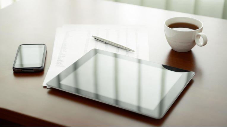 Damit Mitarbeiter heute produktiv arbeiten können, sollten Anwendungen auch außerhalb des Büros und über Handy, Tablet oder Laptop nutzbar sein - bei entsprechenden Sicherheitsvorkehrungen natürlich.