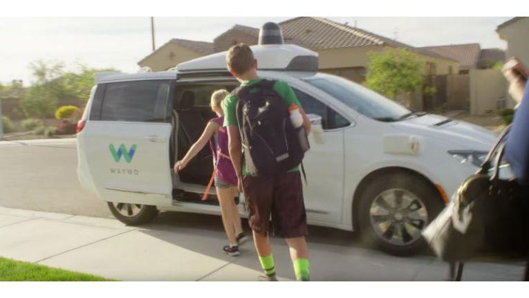 Google-Schwesterfirma kutschiert US-Verbraucher in selbstfahrenden Autos.