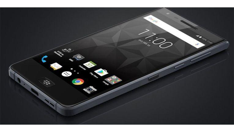 Der BlackBerry Motion setzt auf ein klassisches Design und einen mittig angebrachten Home-Button.