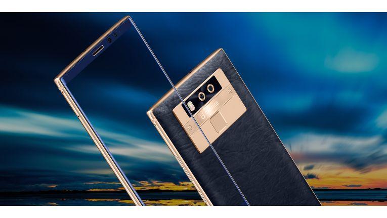Das Display ist mit über 6,4 Zoll riesig und geht von Rand zu Rand.