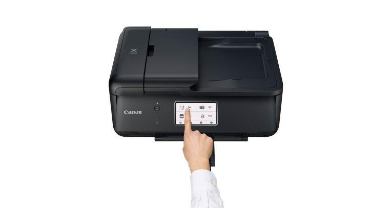 Der Multifunktionsdrucker Canon Pixma TR8550 lässt sich intuitiv über den Touchscreen bedienen. Allerdings ist das Bedienpanel dünn und gibt deshalb bei jedem Tastendruck etwa nach.