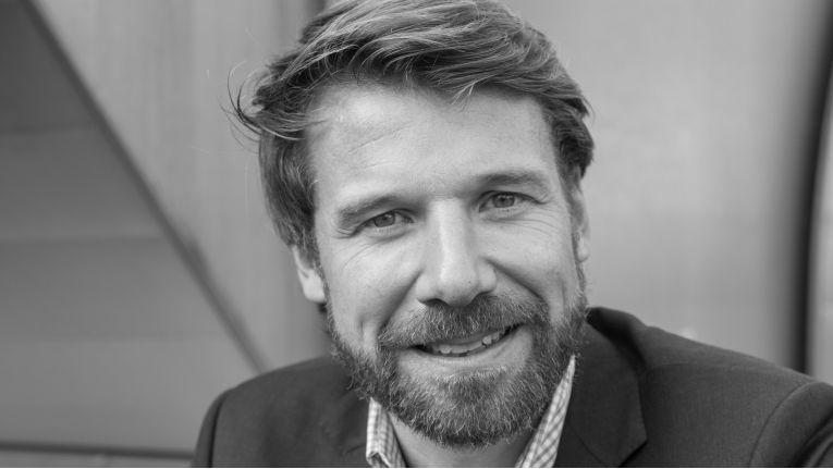 """Robert Mallinson, Chief Sales Officer, abl social federation: """"Das OCMP ist ein wesentlicher Baustein im Bereich der Digitalisierung von WLAN-Netzen. Zusätzlich unterstützt es unsere Kunden bei der Finanzierung unserer laufenden Kosten durch das Einbinden von Werbepartnern."""""""