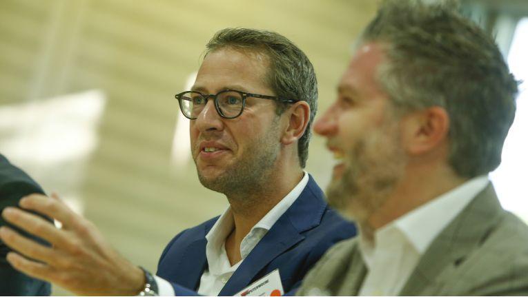 """Luuk Houtepen, SThree (links): """"Wir wollen junge Leute mit unserer Kultur überzeugen und nicht verschweigen, dass der Job anfangs anstrengend ist."""""""