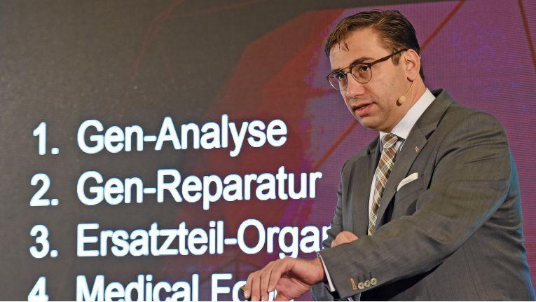 """Was sich messen lässt, lässt sich prognostizieren. Was sich prognostizieren lässt, lässt sich optimieren"", konstatierte Zukunftsforscher Gabor Janszky auf dem Kongress Hands on AI."