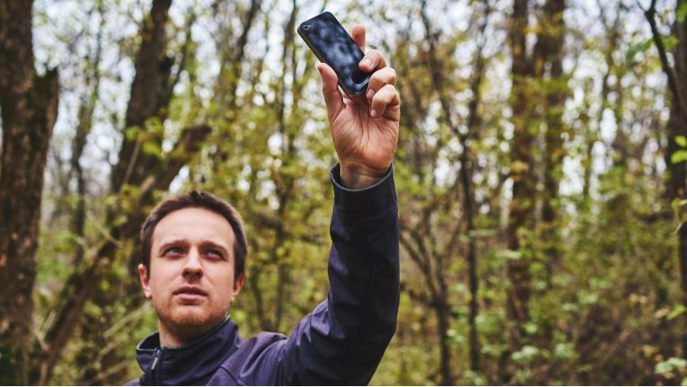 Funklöcher sollen weniger werden: In den nächsten Jahren solle eine halbe Million Haushalte zusätzlich ans Mobilfunknetz angeschlossen werden.