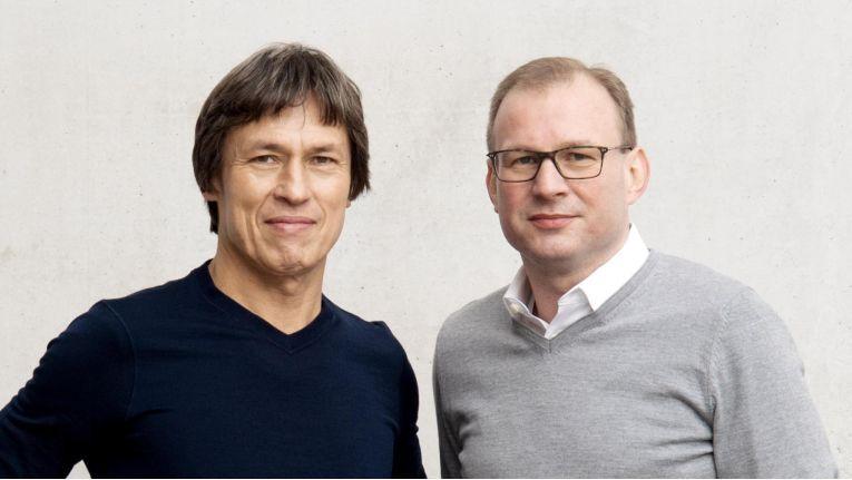 Reiner Pientka (links) und Ludwig Hank wollen mit ihrer neuen Firma wu personal mit einem transparenten Preismodell Bewegung in den Markt für IT-Zeitarbeiter bringen.