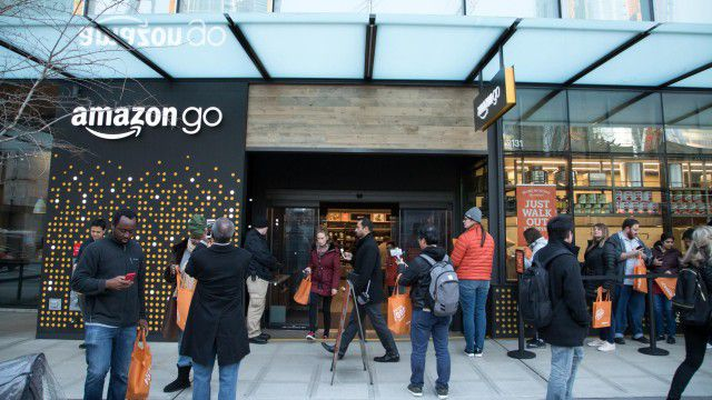 Amazon go: Amazon eröffnet ersten größeren Supermarkt ohne Kassen