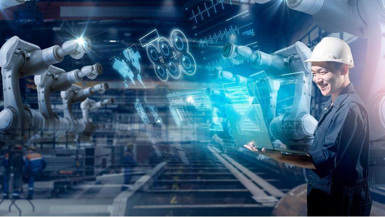 Die Digitalisierung der Industriebetriebe steht noch am Anfang, hier gilt es, die Chancen jetzt zu ergreifen und die damit verbundenen Risiken im Schach zu halten.