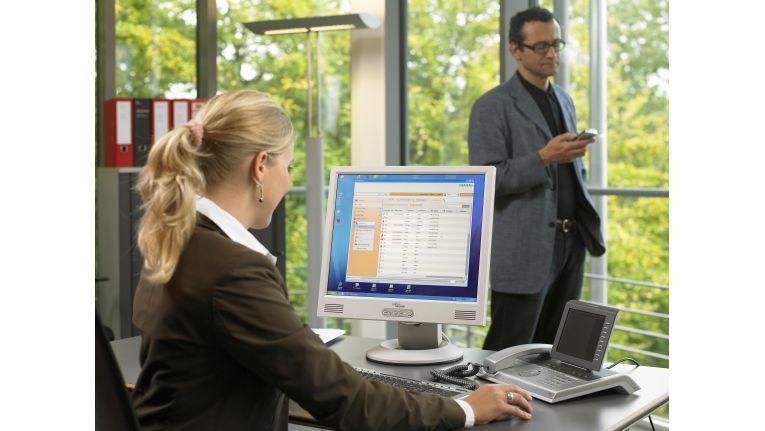 Wo steckt der Kollege bloß? Diese Frage beantwortet das Präsenzmanagement HiPath OpenOffice ME von Siemens.