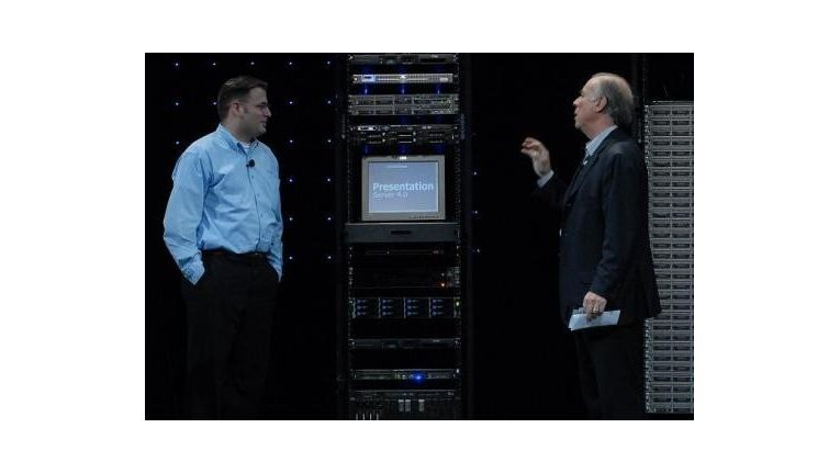 Citrix-Chef Mark Templeton (r.) und Peter Blum, Citrix XenSource Engineer, stellen den XenServer vor.