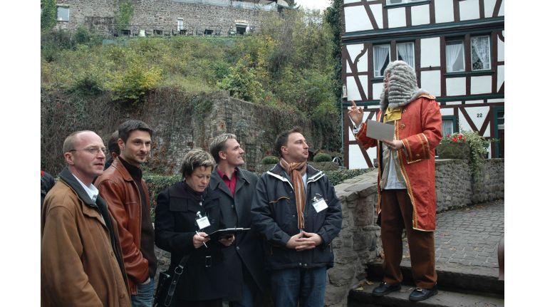 In Bad Münstereifel lauschten die Teams der Erzählung einer Person aus vergangener Zeit und mussten Fehler in der Rede entdecken.