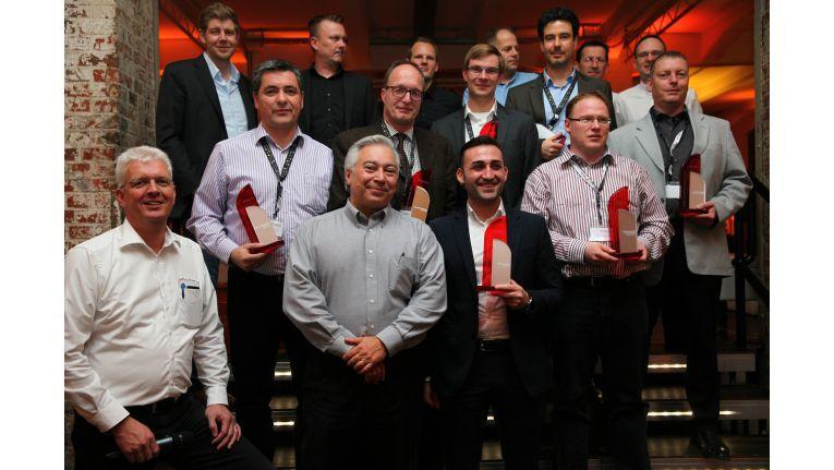 Das sind die erfolgreichsten DataCore-Partner. Ganz links unten: Stefan von Dreusche, Sales Director EMEA Central Europe Region; daneben: DataCore-CEO George Teixeira