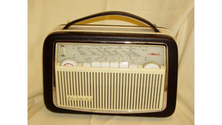 Das radio wird 85 jahre alt von der modetorheit zum for Mobel aus den 60er jahren