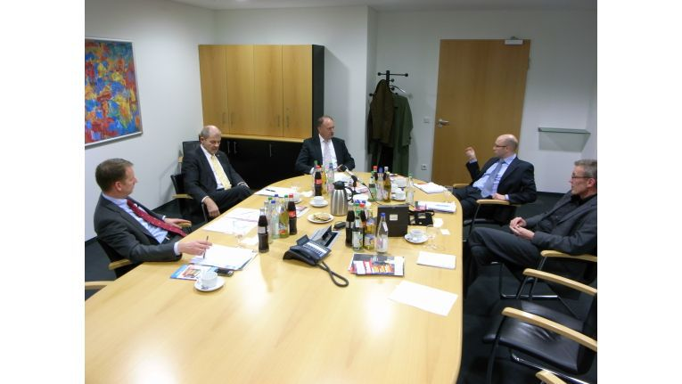 Michael Degen, Ulrich Kromer von Baerle und Ernst Raue stellen sich den Fragen von IDG-Verlagsleiter Michael Beilfuß und CW-Chefredakteur Heinrich Vaske (von links nach rechts).