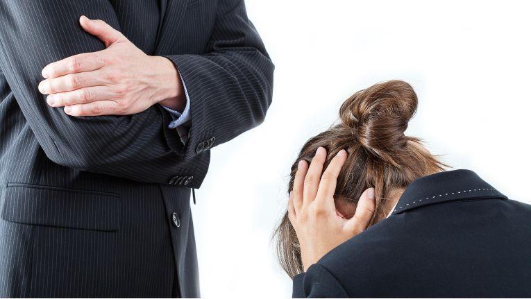 Begriffsdefinition: Mobbing beginnt nach der Rechtsprechung da, wo es sich nicht mehr um ein sozial- und rechtsadäquates Verhalten in einer im Arbeitsleben üblichen Konfliktsituation handelt.