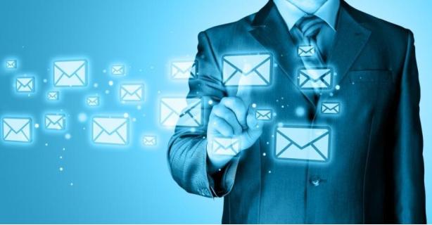 Neugier führt zu Konzentrationsverlust: Sofortiges Checken der E-Mails macht dumm - Foto: Natalia Merzlyakova/Fotolia