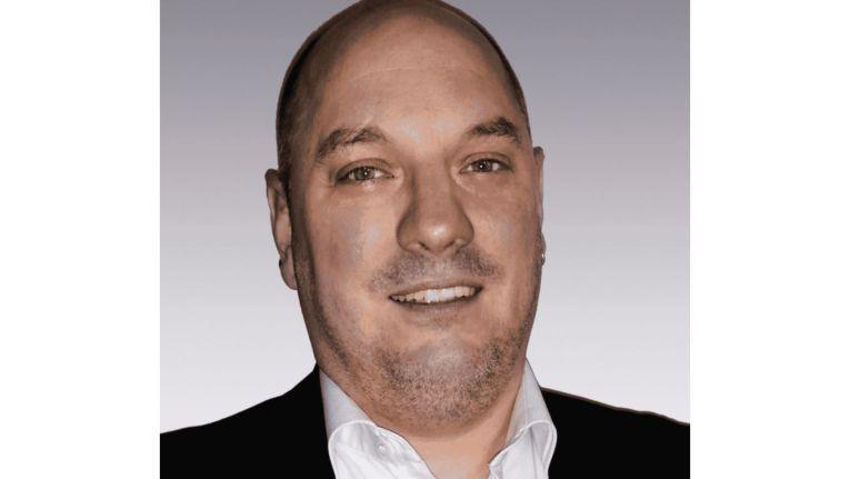 Maximilian Pfister gründete 1999 zusammen mit einem Partner eine international erfolgreiche Internet Agentur. Aus dieser Agentur ging im Jahr 2003 die Niteflite Networxx GmbH als IT-Systemhaus hervor, deren Geschäftsführender Gesellschafter er bis heute ist.
