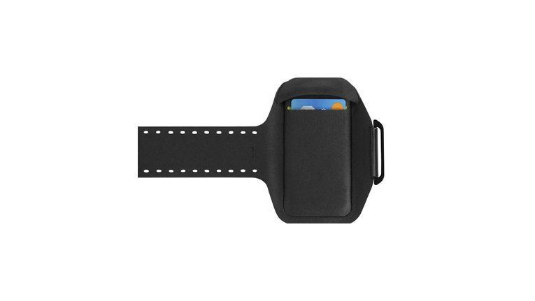 Belkin Sport-Fit Plus: mit offenem Riemen und integrierter Tasche.