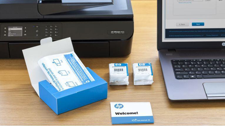 Wenn der Tintenfüllstand eine kritische Marke erreicht, bestellt der Drucker bei HP Instant Ink die benötigten Tintenpatronen automatisch nach.
