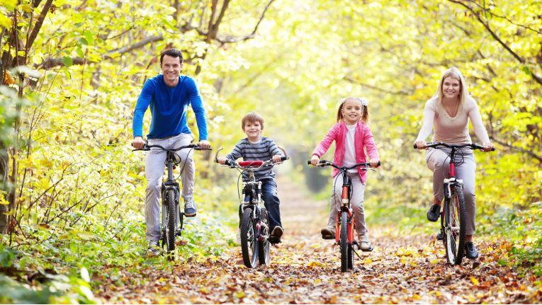Mehr Zeit für die Familie zu haben wünschen sich sowohl Angestellte als auch Freiberufler.