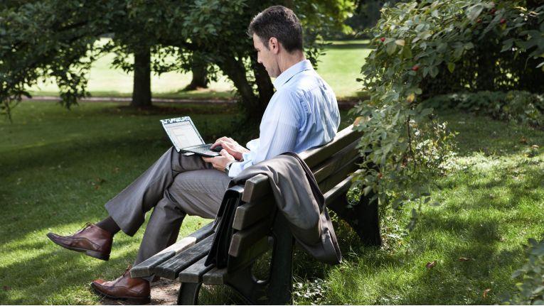 Wer ortsunabhängig arbeiten möchte, kommt ohne mobile Konnektivität nicht aus.
