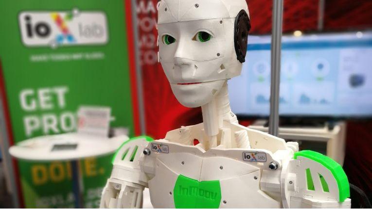 Bis Roboter Bob mit seinen zwei Armen und seinem netten Gesicht am Schreibtisch gegenüber Platz nimmt, ist es noch ein langer Weg, sagt Informatik-Professor Volker Tresp.