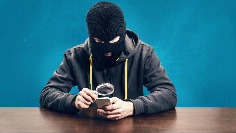 Smartphones und Tablets werden auch bei kriminellen Hackern immer beliebter. Sind mobile Geräte mit Android dabei wirklich unsicherer als solche mit iOS?