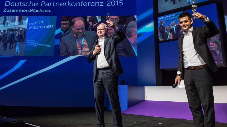 Microsoft-Manager Floris van Heijst und Christoph Heiming auf der Deutschen Partnerkonferenz des Softwerkers in Bremen