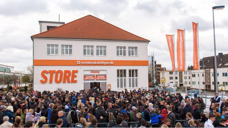 Basis für den NBB Kurier Service ist der Ende 2015 eröffnete Lagerverkauf von Notebooksbilliger.de in Hannover-Laatzen