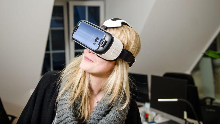 Sich in der eigenen Arbeit bewegen – vor allem für kreative Berufe gilt die VR-Technologie als großer Fortschritt.