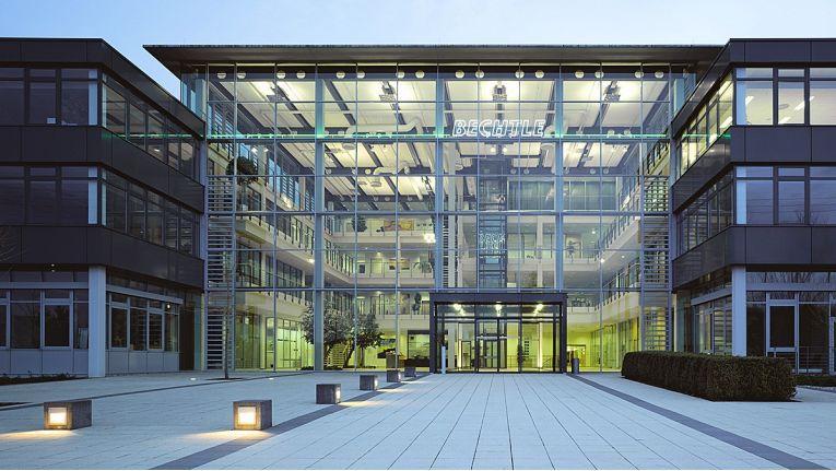 Der Umzug der internen IT-Systeme aus der Bechtle-Zentrale in die E-Shelter RZ-Facilities nach Frankfurt steht an. Dies ermöglicht Bechtle individuell gestaltete IT-Landschaften nach eigenen wie auch kundenspezifischen Anforderungen aufzubauen und zu betreiben.