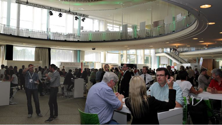 Viel Platz zum Austausch bot sich den EP-Fachhändlern im IFA-Palais, in dem die Verbundgruppe nach dem Vorjahr erneut ihren Messeauftritt hatte