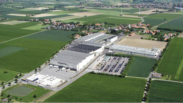 Firmensitz des Küchenausstatters Kesseböhmer in Bad Essen, Landkreis Osnabrück, aus der Luft.
