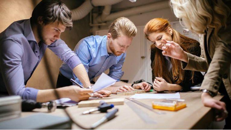 Kesseböhmer-Mitarbeiter beim Brainstorming.