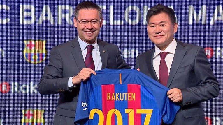 Josep Maria Bartomeu, Präsident beim FC Barcelona, und Rakuten-Chairman Hiroshi Mikitani besiegelt die Trikotpartnerschaft für die Saison 2017/2018.