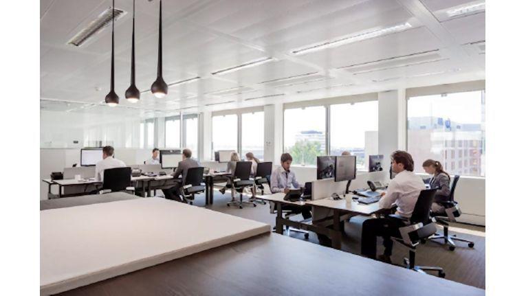 Die Arbeitsplätze sind alle nach ergonomischen Gesichtspunkten gestaltet, so auch das moderne Call-Center.