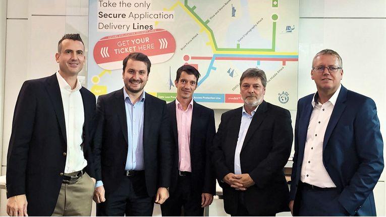Sie machen Nägel mit Köpfen: von links, Dominik Birgelen, Florian Bodner und Mathias Meinke von der Oneclick AG sowie Matthias Jablonski und Stefan Rupp für die Kiwiko.