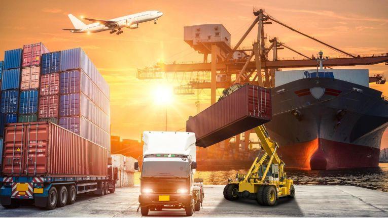 Bei grenzüberchreitendem Warenverkehr ist nicht nur die Logistik gefragt. Auch das Thema E-Rechnung unterliegt genauen gesetzlichen Vorschriften.