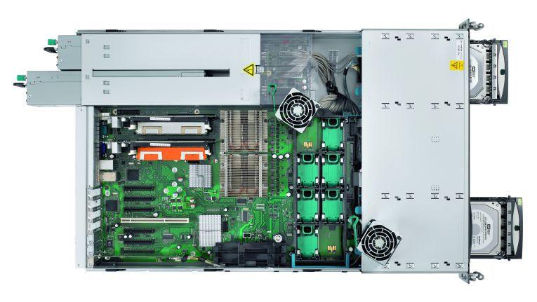 FSC macht Dampf im x86-Server-Markt. Und schraubt auch einen Rack-Server auf, um dessen aufgeräumtes Innenleben zu zeigen.