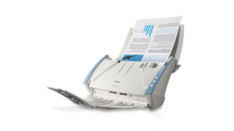 Im betriebsbereiten Zustand nimmt der Dokumentenscanner imageFormula DR-2010C von Canon viel Platz ein.