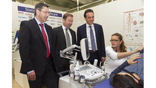 Medizinische Ratschläge: Das Ingram-Micro-Management mit Robert Beck, Gerhard Schulz und Marcus Adä lässt sich vertikale Lösungen im Health-Care-Bereich demonstrieren.