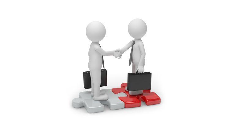 Wenn Käufer und Verkäufer sich gegenseitig vertrauen, kommt meist ein Kaufvertrag zustande, mit dem beide Seiten zufrieden sind.